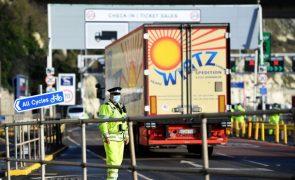 Covid-19: Todos os motoristas portugueses devem passar fronteira inglesa até final do dia
