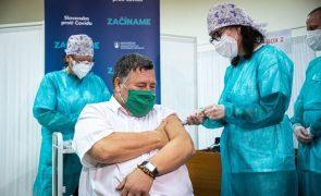 Covid-19: Eslováquia é o terceiro país da UE a começar hoje a vacinação