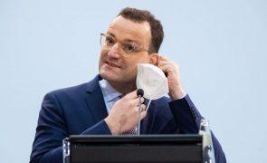 Covid-19: Ministro da Saúde alemão desagradado com início da vacinação um dia antes do previsto