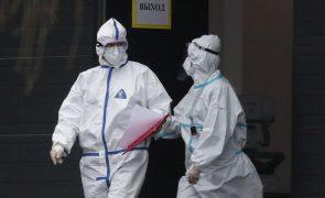 Covid-19: Rússia regista 26.000 mortes este mês, 186.000 desde janeiro