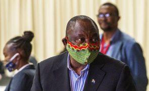 Covid-19: África do Sul declara uso obrigatório de máscara para conter aumento alarmante de casos