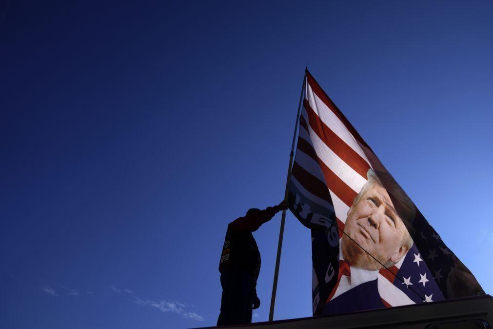 'Braço-de-ferro' entre Congresso e Trump continua apesar do pacote de estímulo