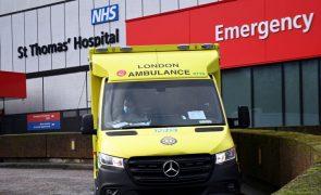 Covid-19: Número de hospitalizados em Inglaterra bate recorde de mais de 20.400