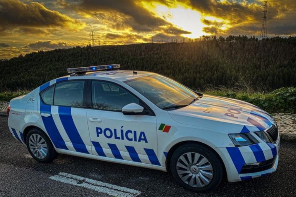 Jovens filmam-se a 180 km/h e acabam identificados pelas autoridades