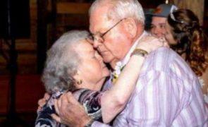 Casal junto há 61 anos morre de mãos dadas no hospital