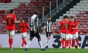 Benfica vence Portimonense e volta a ficar a dois pontos do Sporting
