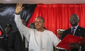 Chefe das Forças Armadas guineenses constrói liceu na sua aldeia natal, presidente do país inaugurou