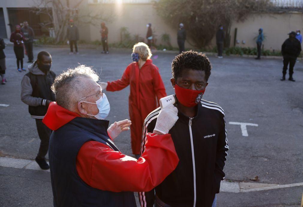 Covid-19: África do Sul regista mais de 17 mil novos casos num dia