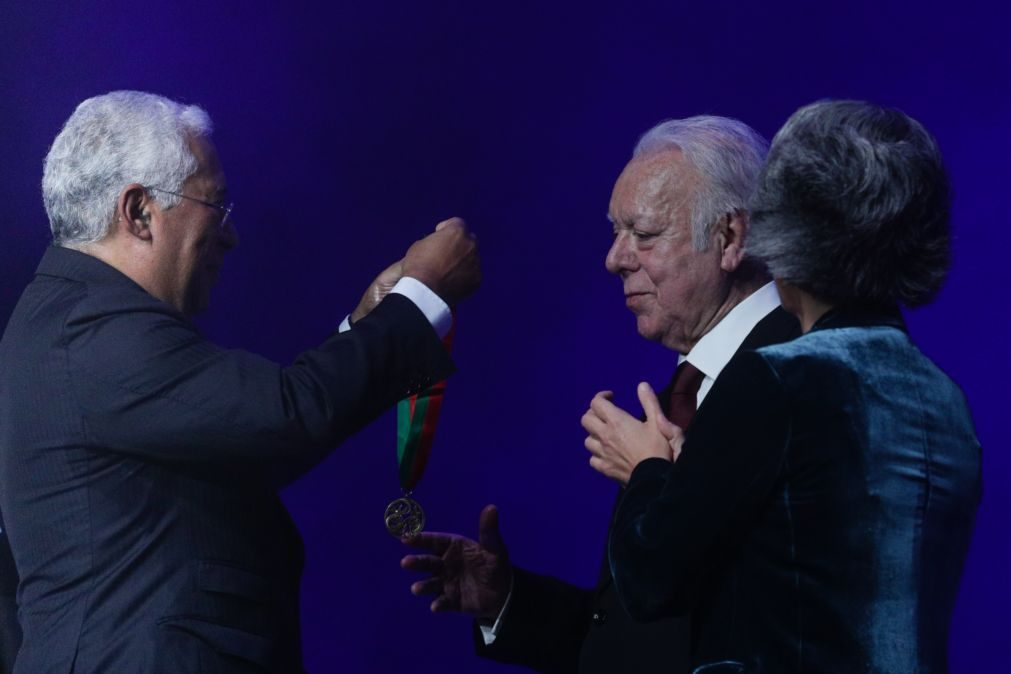 Óbito/Carlos do Carmo: Primeiro-ministro evoca