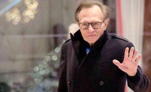 Larry King hospitalizado aos 87 anos com covid-19