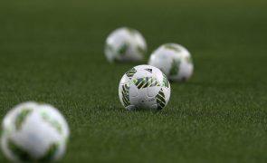 Jogo Santa Clara-Benfica será retomado às 16:00 de segunda-feira