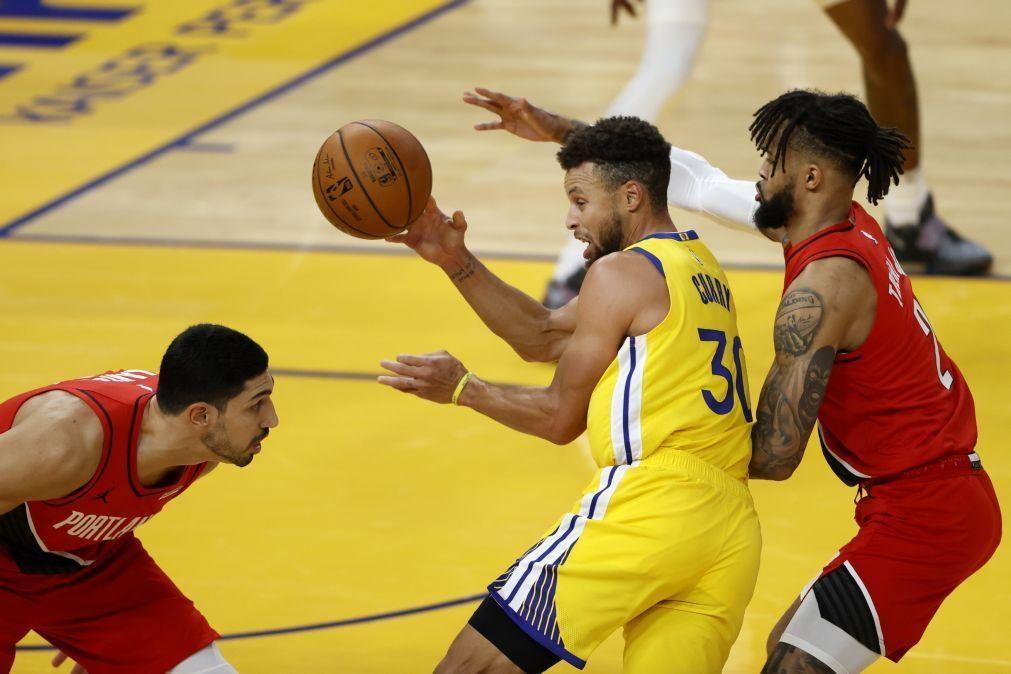 Curry faz 62 pontos na vitória dos Warriors frente a Portland na NBA