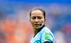 Brasileira Edina Alves Batista entre os sete árbitros para o Mundial de clubes