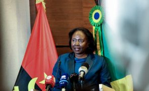 Ministra angolana pede