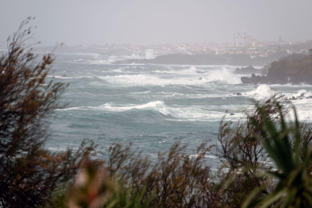 Chuva, vento e agitação marítima vão manter-se nos Açores