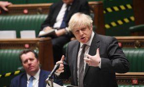 Covid-19: PM britânico anuncia confinamento de seis semanas em Inglaterra