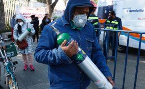 Covid-19: Mexicanos acorrem a pontos gratuitos de oxigénio na capital