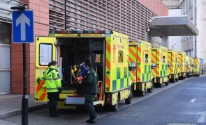 Covid-19: Reino Unido regista 830 mortes e recorde diário de quase 61 mil casos
