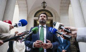 Presidenciais: Parlamento rejeita substituição temporária de Ventura