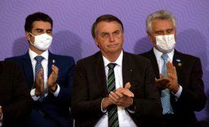 Covid-19: Bolsonaro diz que Brasil está quebrado por culpa da pandemia e dos 'media'