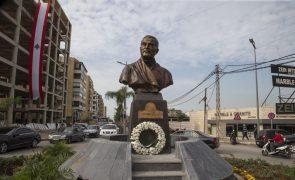Busto de bronze de general do Irão em Beirute gera polémica