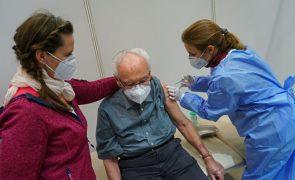 Covid-19: Pandemia já matou pelo menos 1.884.187 pessoas no mundo - AFP