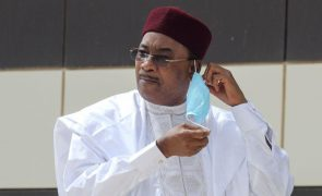 Presidente do Níger deixa o cargo