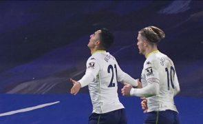 Covid-19: Aston Villa encerra centro de estágios e jogo com Liverpool em risco