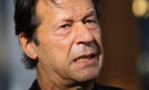 PM do Paquistão critica recusa em enterrar mineiros assassinados pelos 'jihadistas'