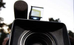 Presidenciais: Repórteres de imagem abandonam conferência de imprensa de Ventura e Le Pen