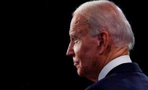 «A distribuição das vacinas tem sido uma farsa», atira Joe Biden