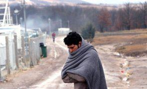 Albânia resgata barco com 50 refugiados sírios que se deslocavam para Itália