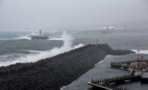 Resgatado em alto mar nos Açores tripulante de navio mercante