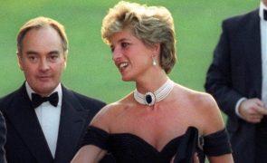 Princesa Diana persuadida a usar peruca para parecer Camilla