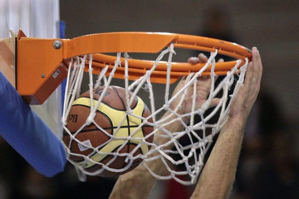 LaMelo Ball tornou-se no mais jovem a conseguir um 'triplo-duplo' na NBA