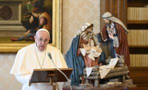 Papa pede proteção dos valores democráticos nos EUA e diz que violência é