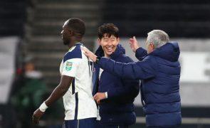 Tottenham, de Mourinho, avança na Taça de Inglaterra com 'hat-trick' de Vinícius