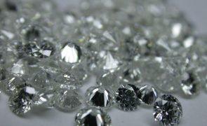 Serra-leonês detido com 123 diamantes na Lunda Norte a tentar passar para Luanda