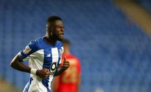 Mbemba ausente dos 21 convocados do FC Porto para visita ao Nacional para a Taça