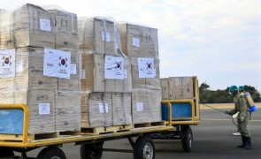 Covid-19: Toneladas de carga retida em Darwin por dificuldades em voos para Díli