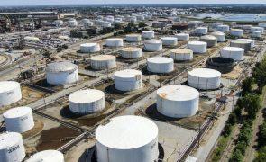 Barril de petróleo Brent ultrapassa 56 dólares, máximo desde fevereiro de 2020