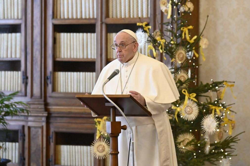 Covid-19: Papa critica as deficiências nos sistemas de saúde expostas pela pandemia