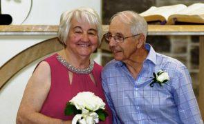 Namorados na adolescência reencontram-se e casam 70 anos depois