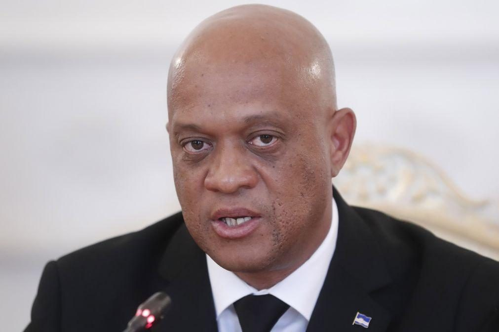 Ministro justifica pedido de demissão para