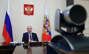 Covid-19: Putin ordena vacinação massiva na Rússia a partir da próxima semana