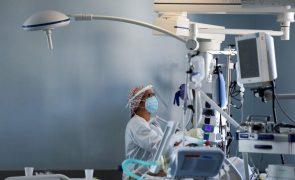 Covid-19: Diretor de medicina intensiva do S. João defende encerramento de escolas