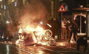 Polícia belga detém 116 pessoas em manifestação contra morte sob custódia