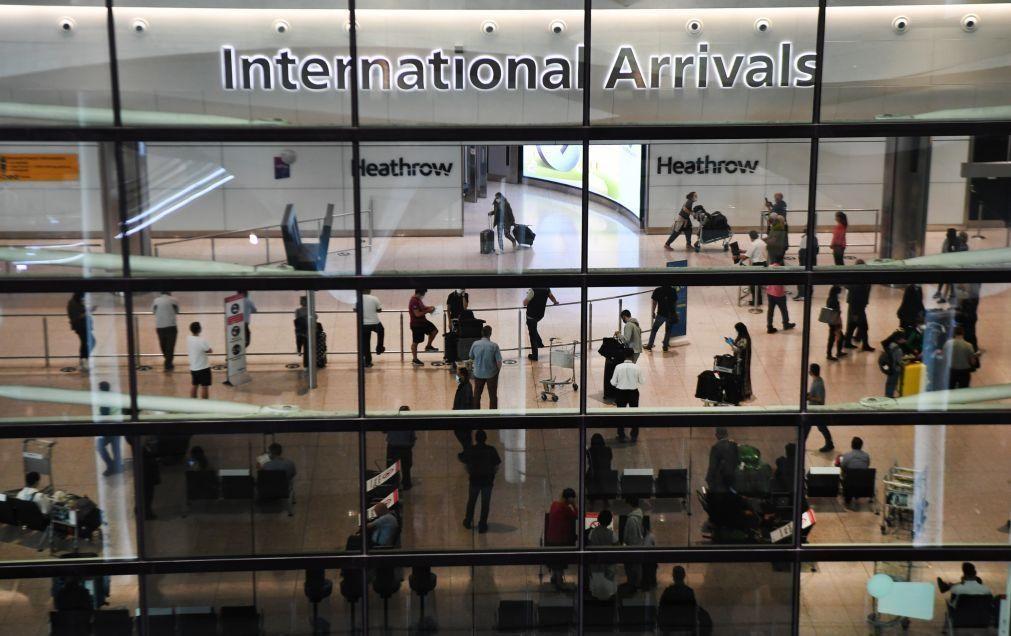 Covid-19: Reino Unido suspende ligações aéreas de Portugal para travar estirpe brasileira