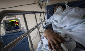 Covid-19: Oxigénio acaba para pacientes em hospitais da cidade brasileira de Manaus