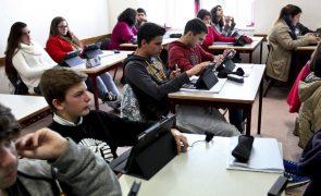 Covid-19: PSD critica manutenção de aulas presenciais em todos os graus de ensino